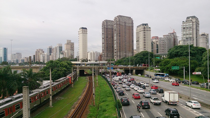 Chuva deixam vias de trens